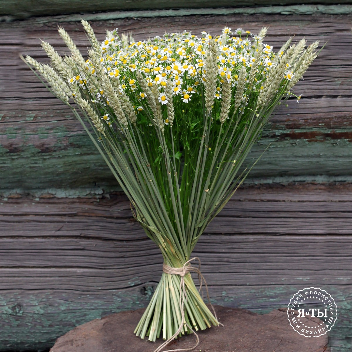 Букет из ромашки с пшеницей