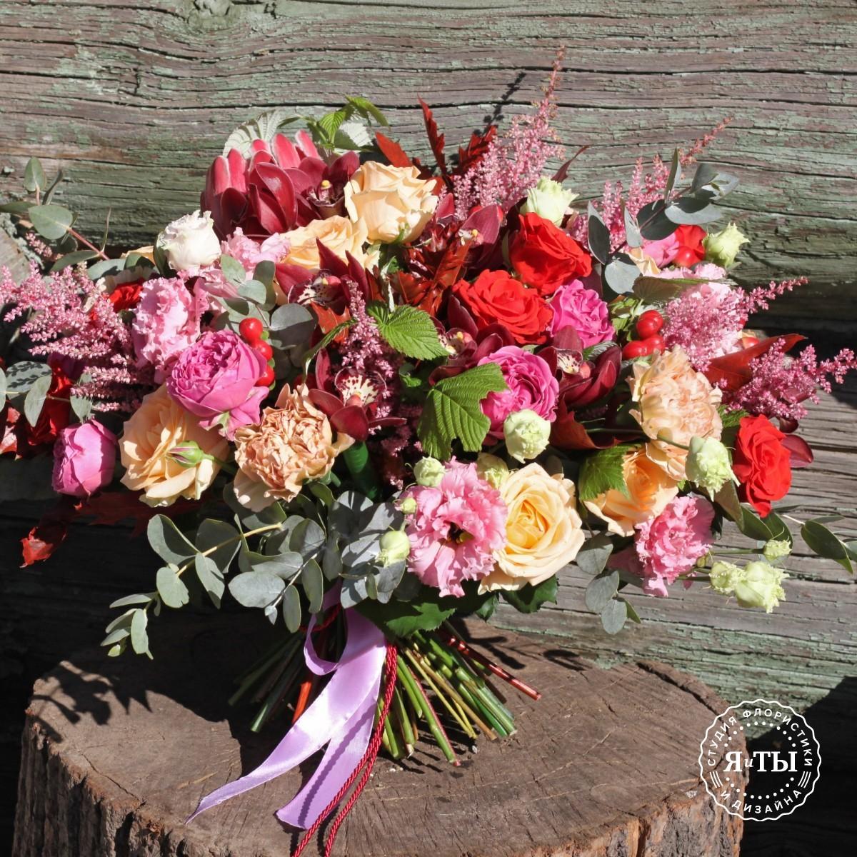 Букет с протеей и розами