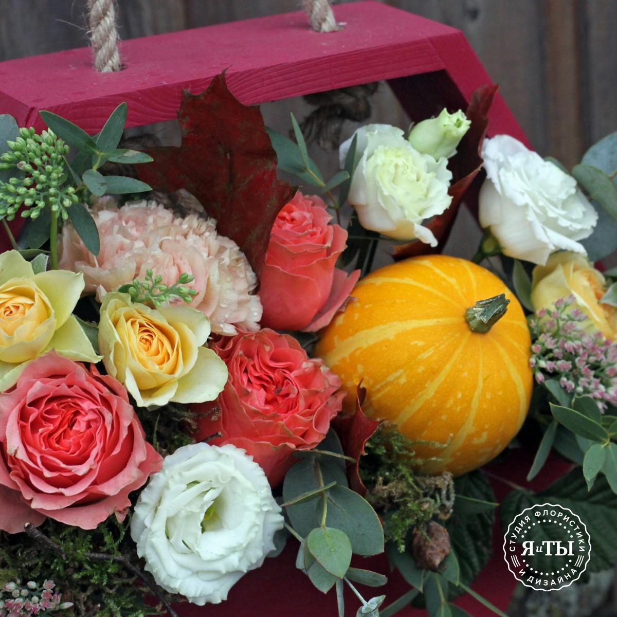 Композиция с розами и тыквой