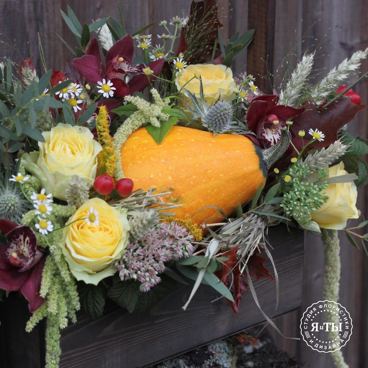 Осенний ящичек с цимбидиумом и тыквой