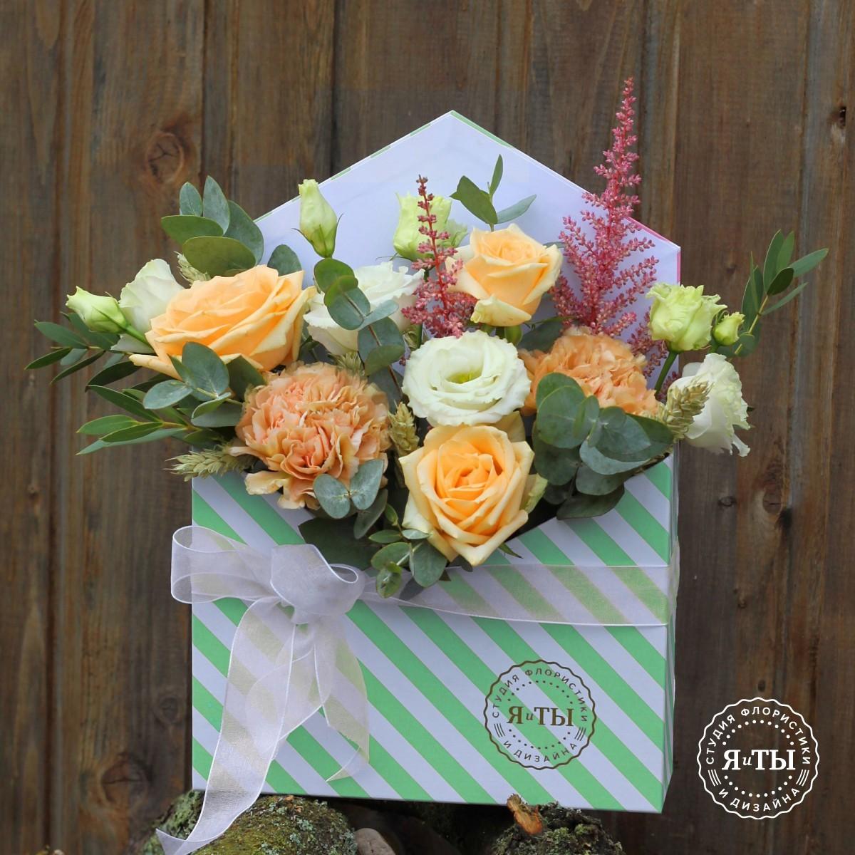 Цветочное послание с розами и гвоздикой