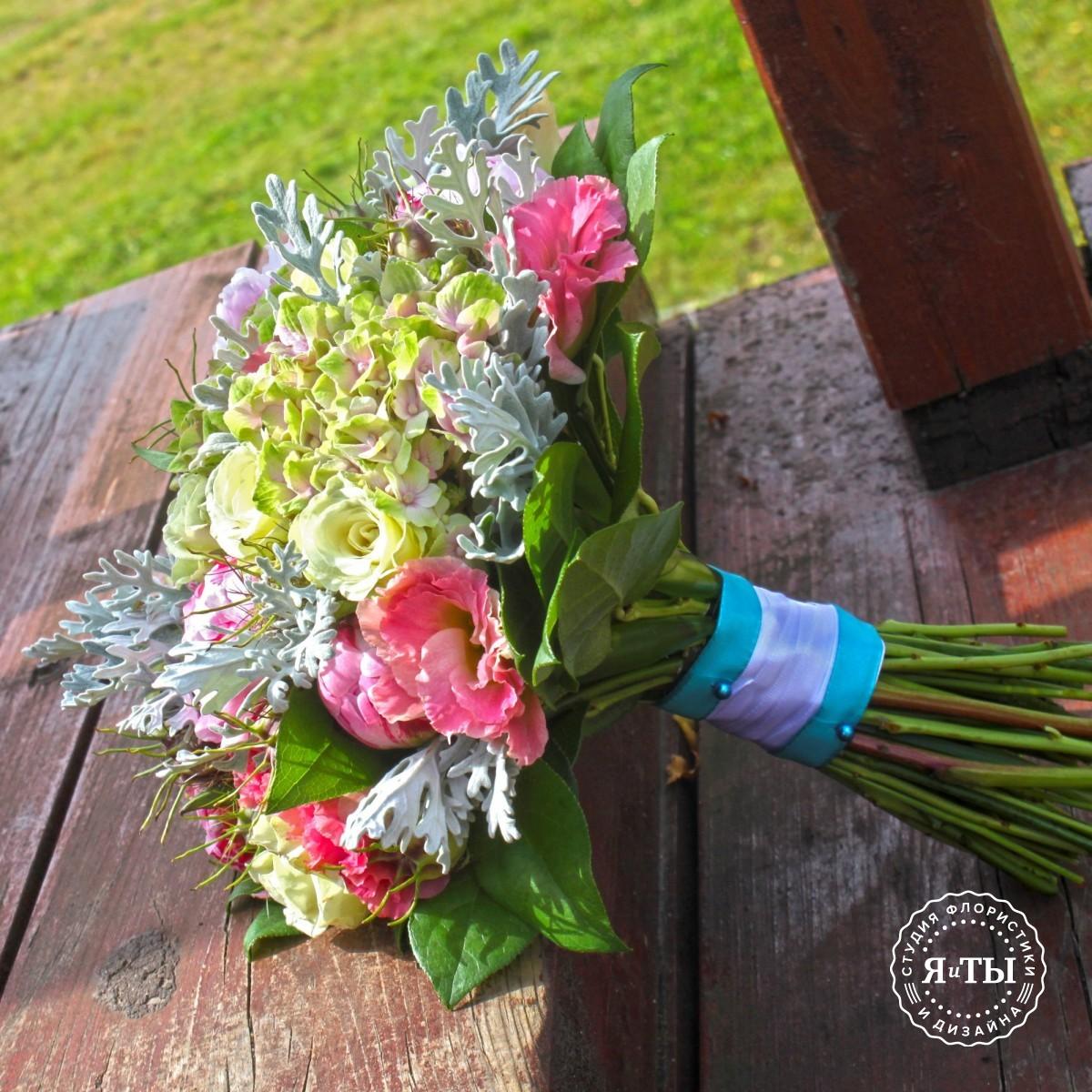 Свадебный букет с зелёной гортензией и пионами