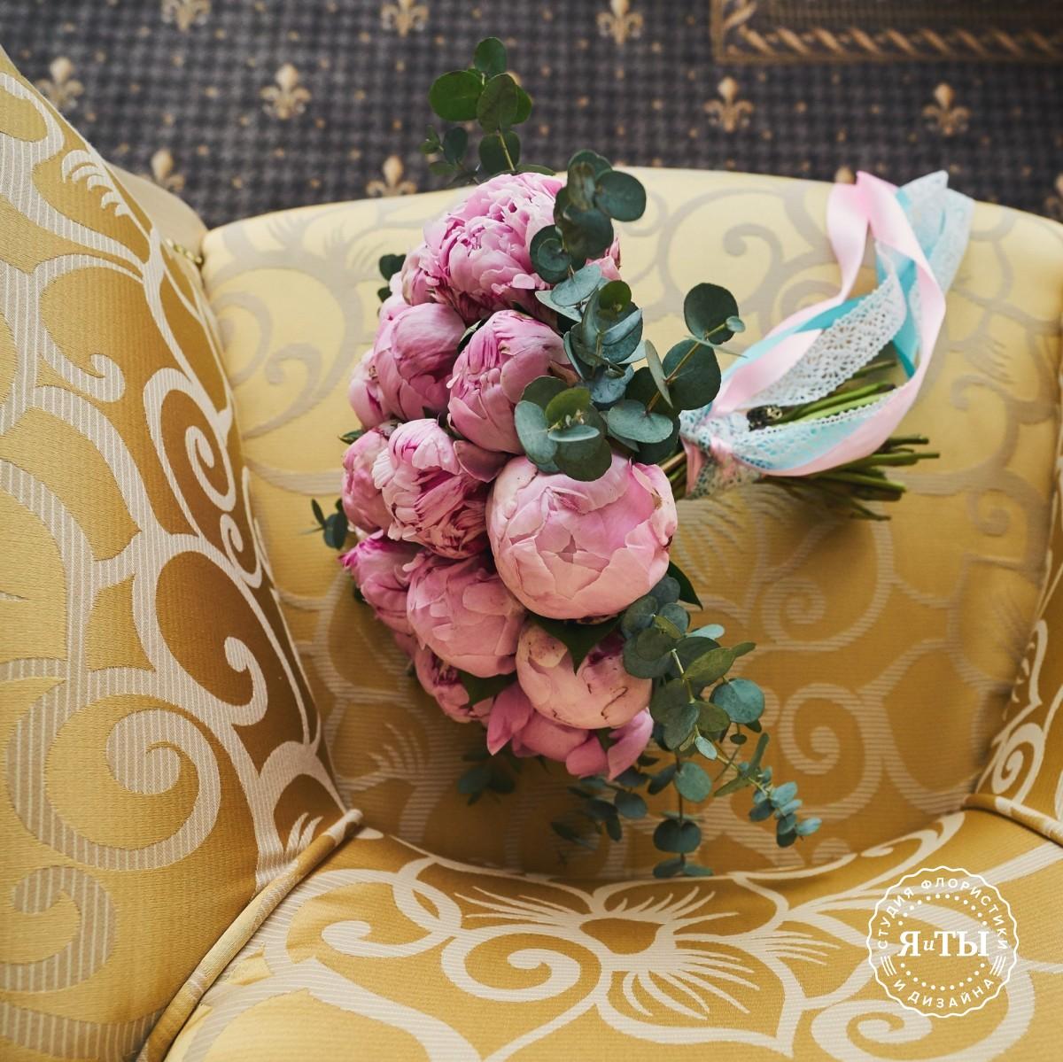 Свадебный букет из 21 пиона