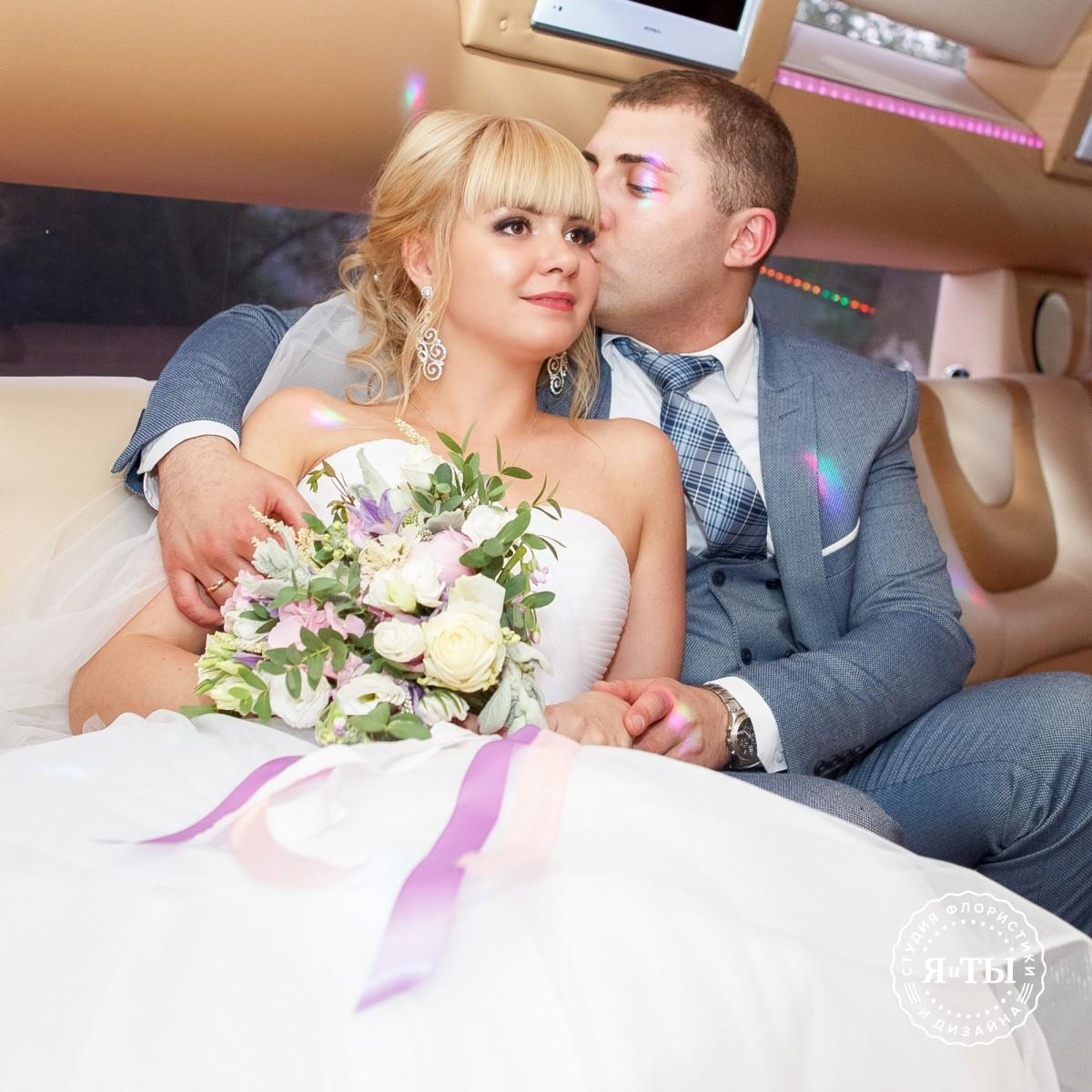 Нежнейший свадебный букет с гортензией и клематисами