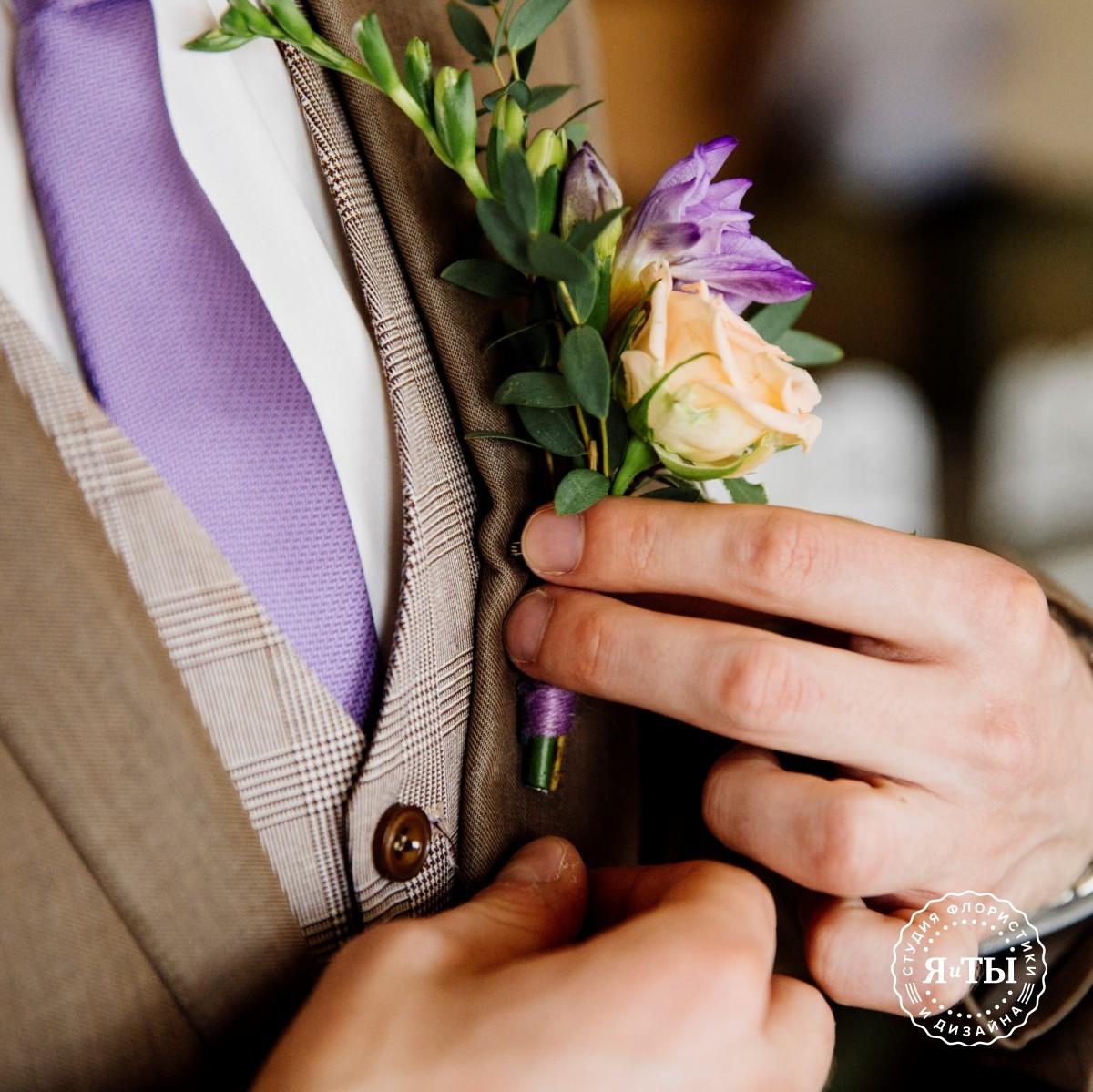 Яркий букет с пионовидными розами и маттиолой