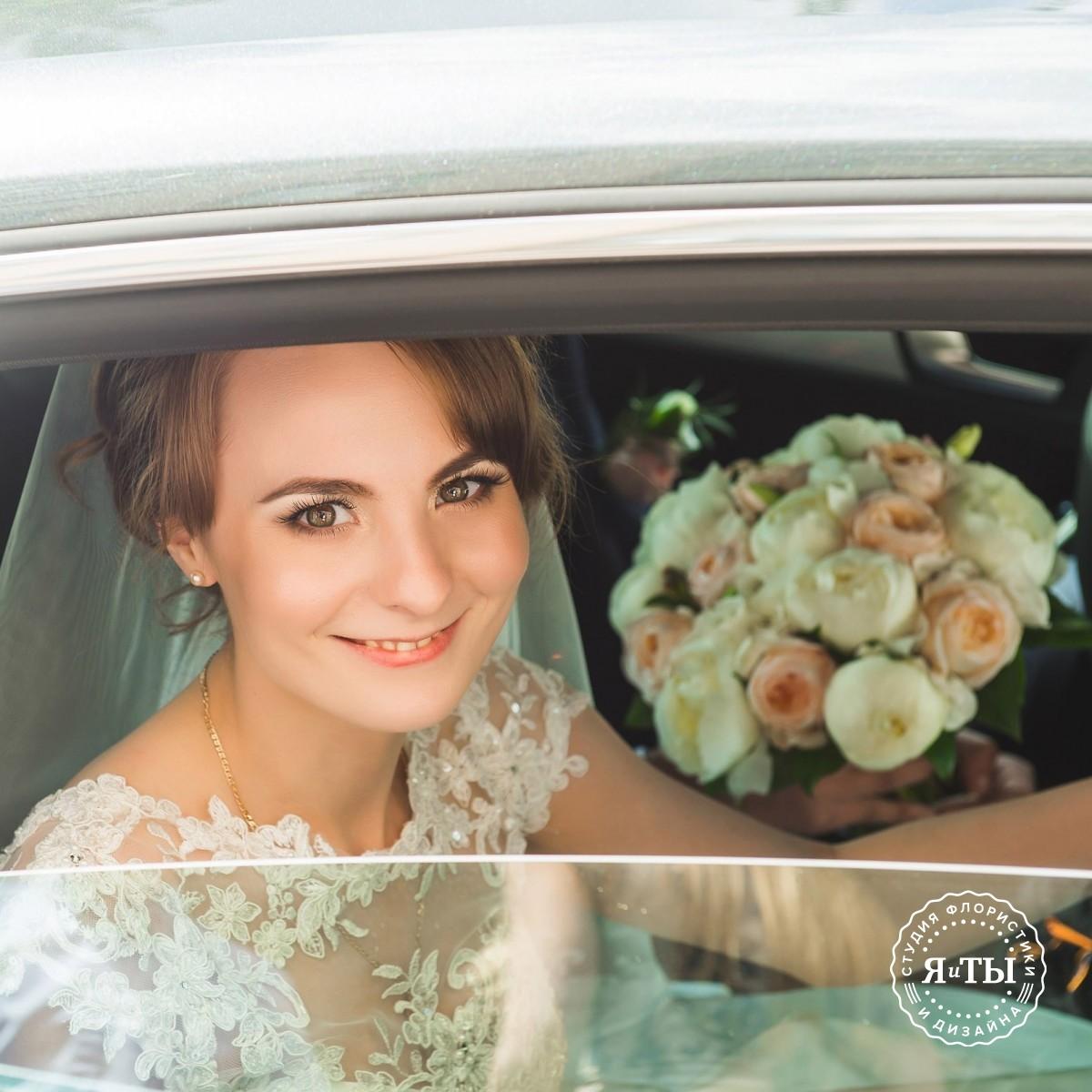 Свадебный букет из пионов и пионовидных роз