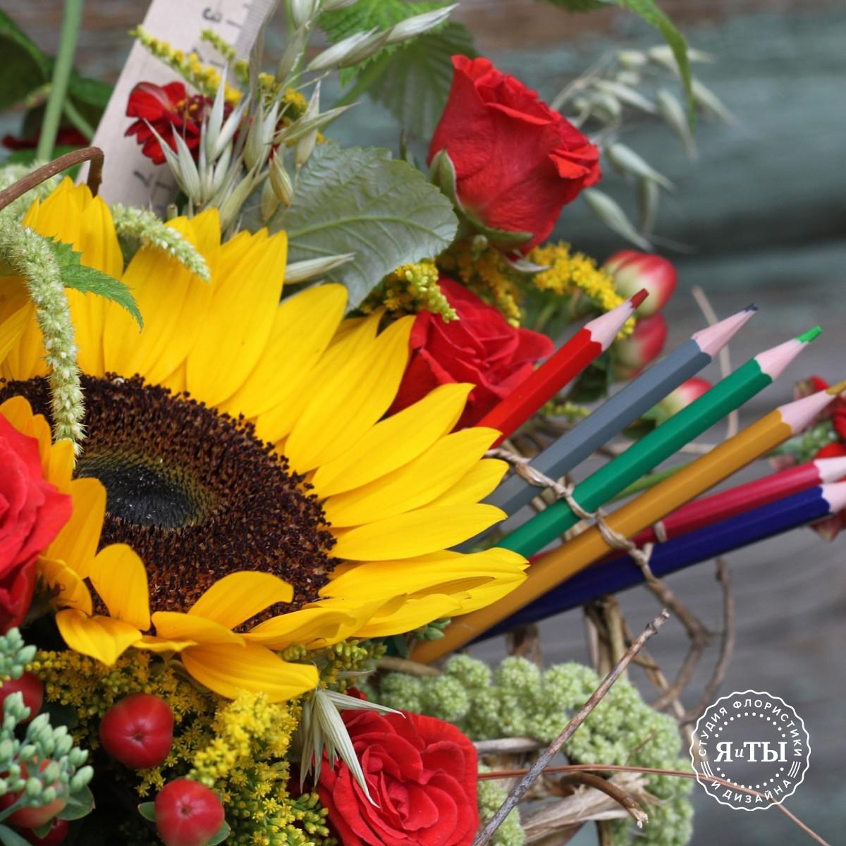 Букет на каркасе с карандашами