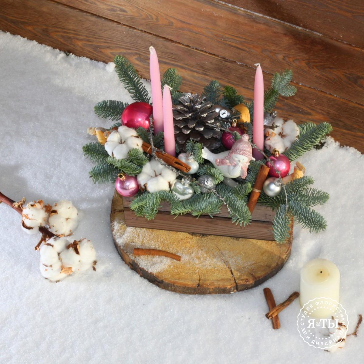 Бело-розовая композиция со свечами