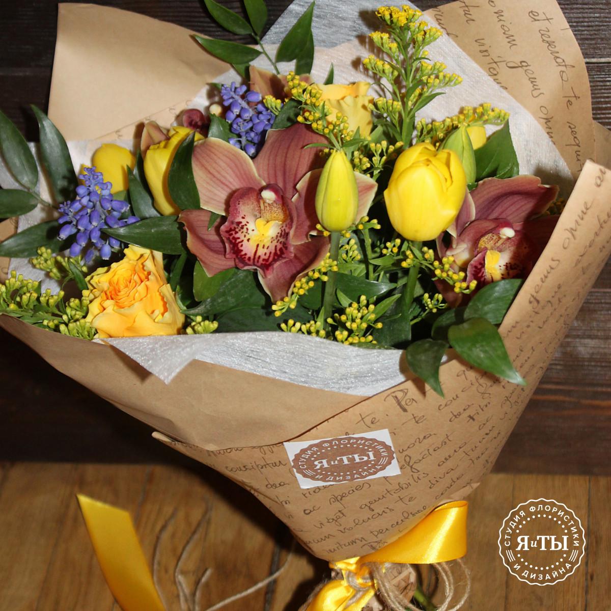 Букет с тюльпанами и мускари