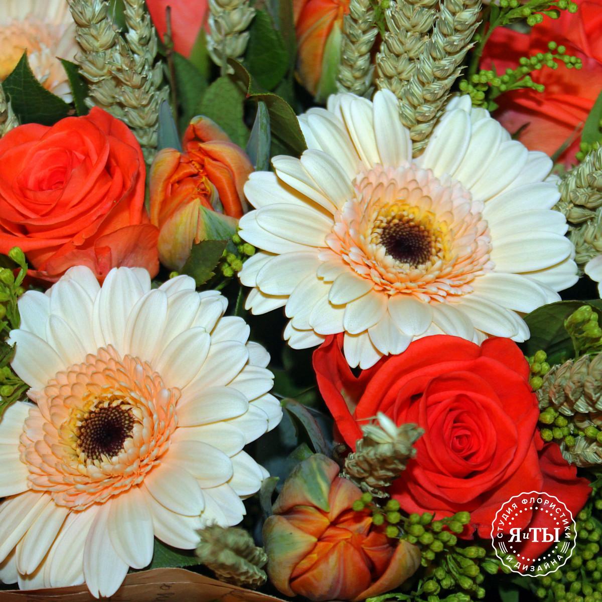 Букет с герберами и тюльпанами