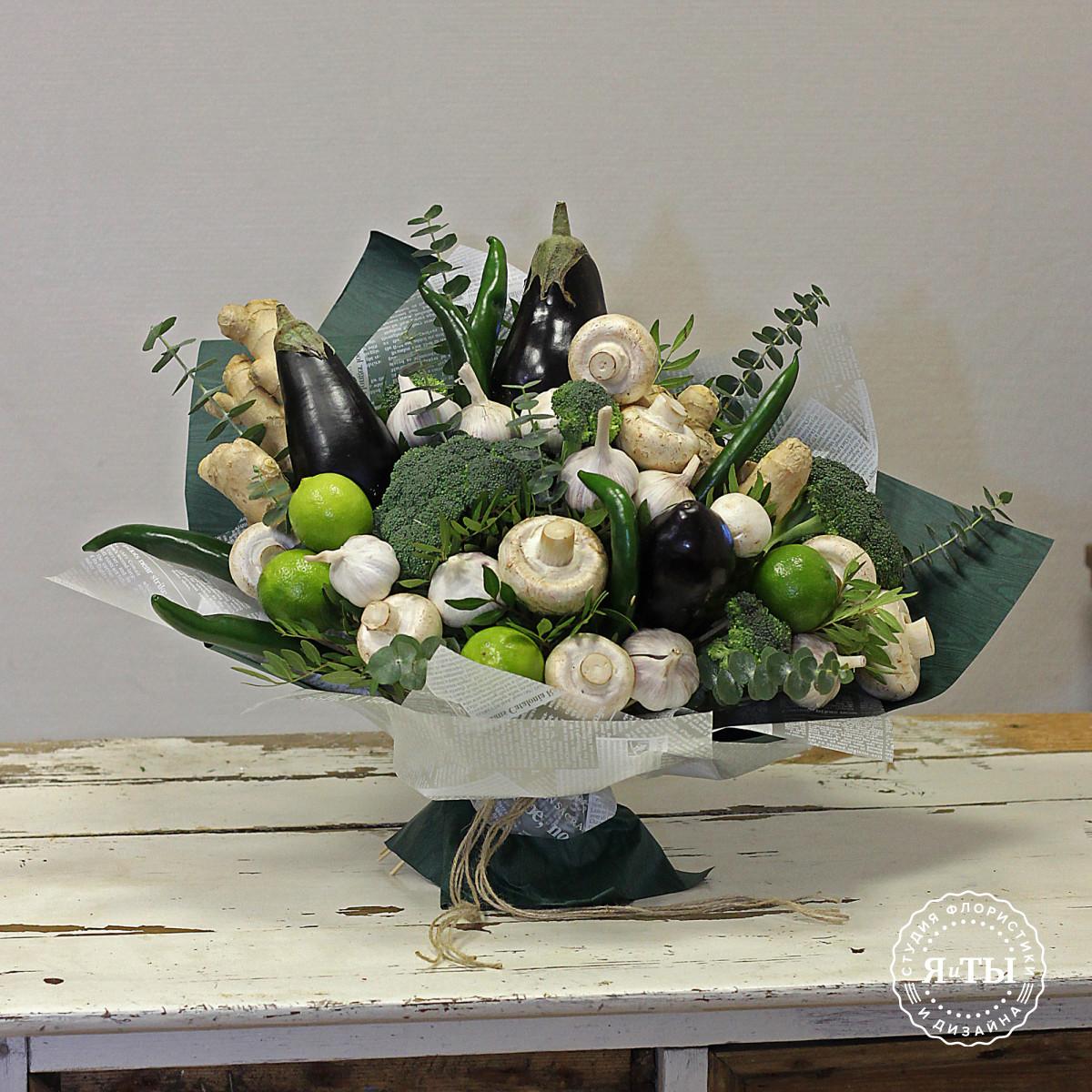 Овощной букет с баклажанами и брокколи