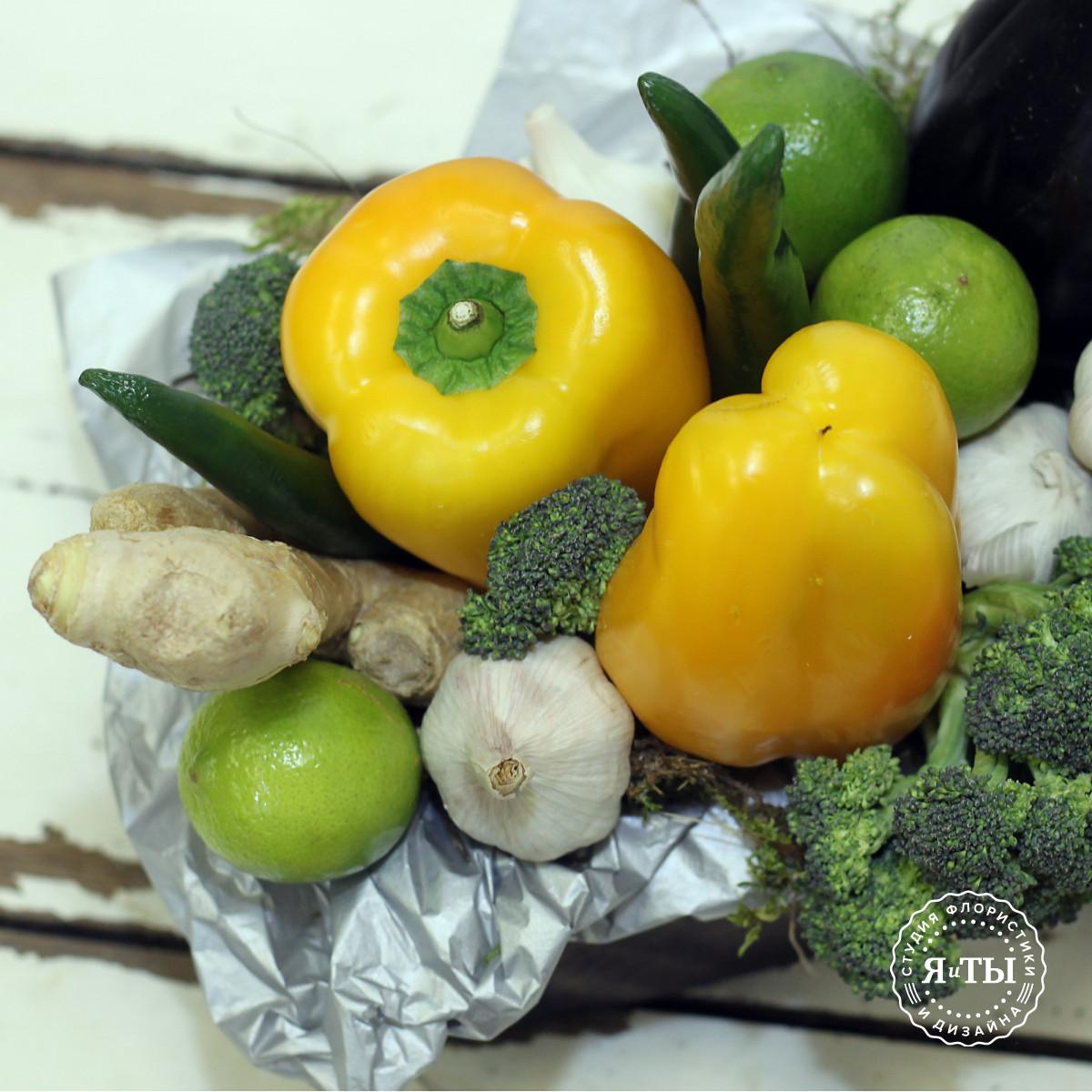 Овощная композиция с баклажанами и перцем