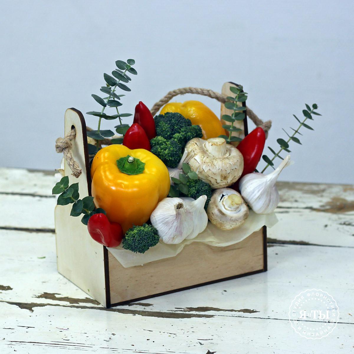 Овощной ящичек с перцем и шампиньонами