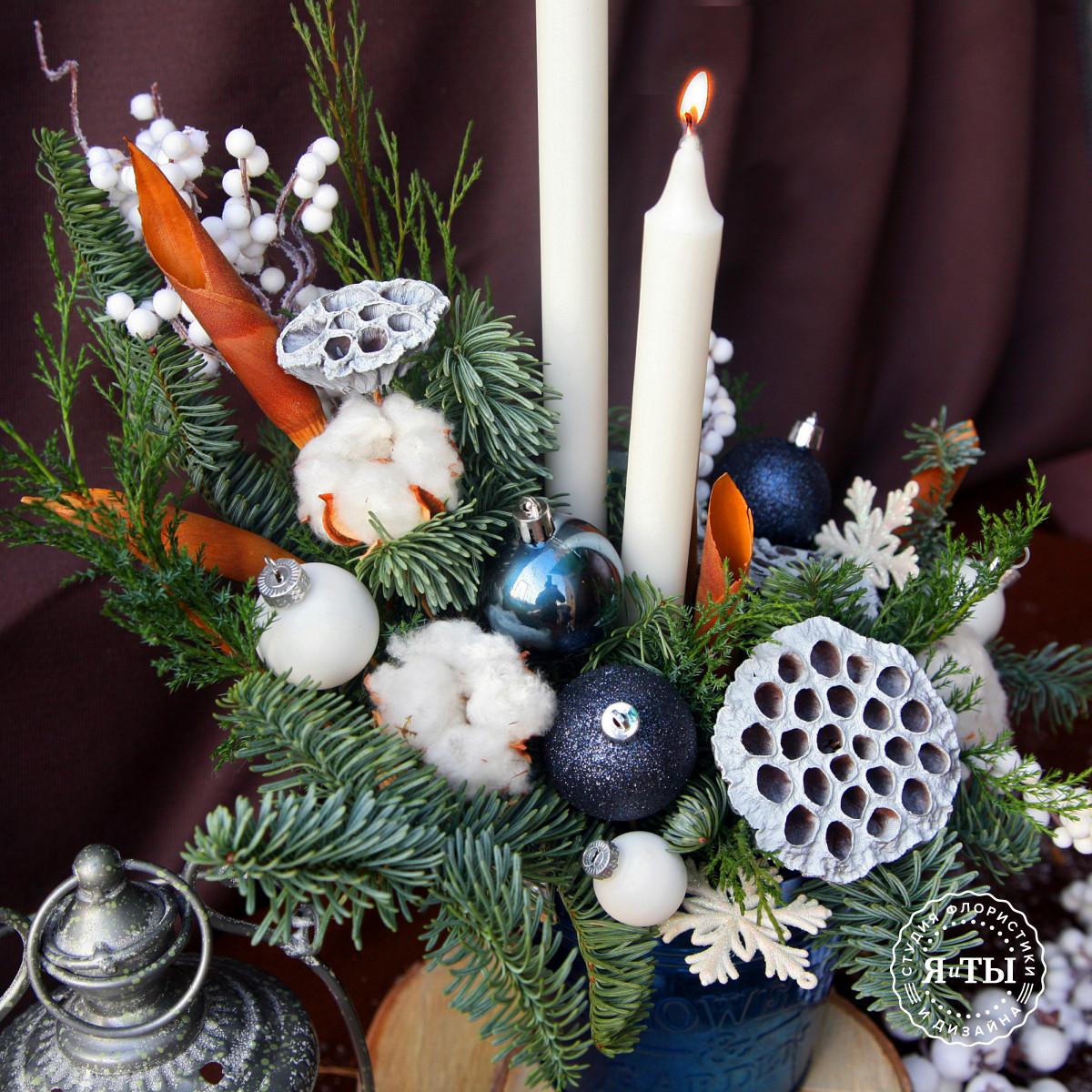 Бело-синяя композиция со свечами и лотосами