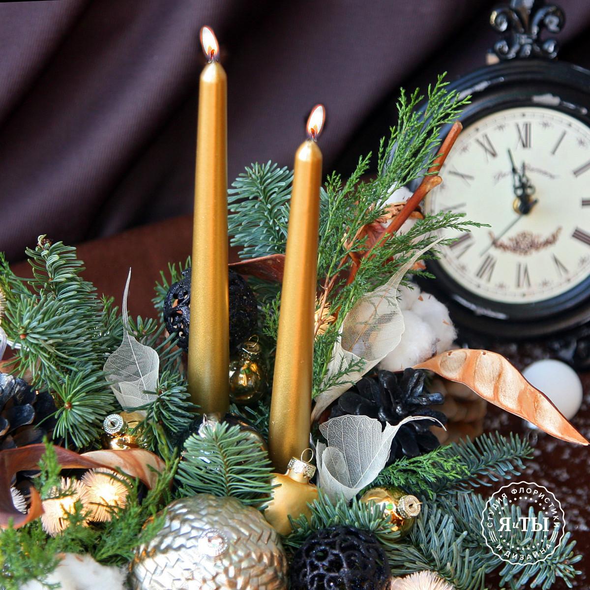 Золотисто-черная композиция со свечами и гирляндой