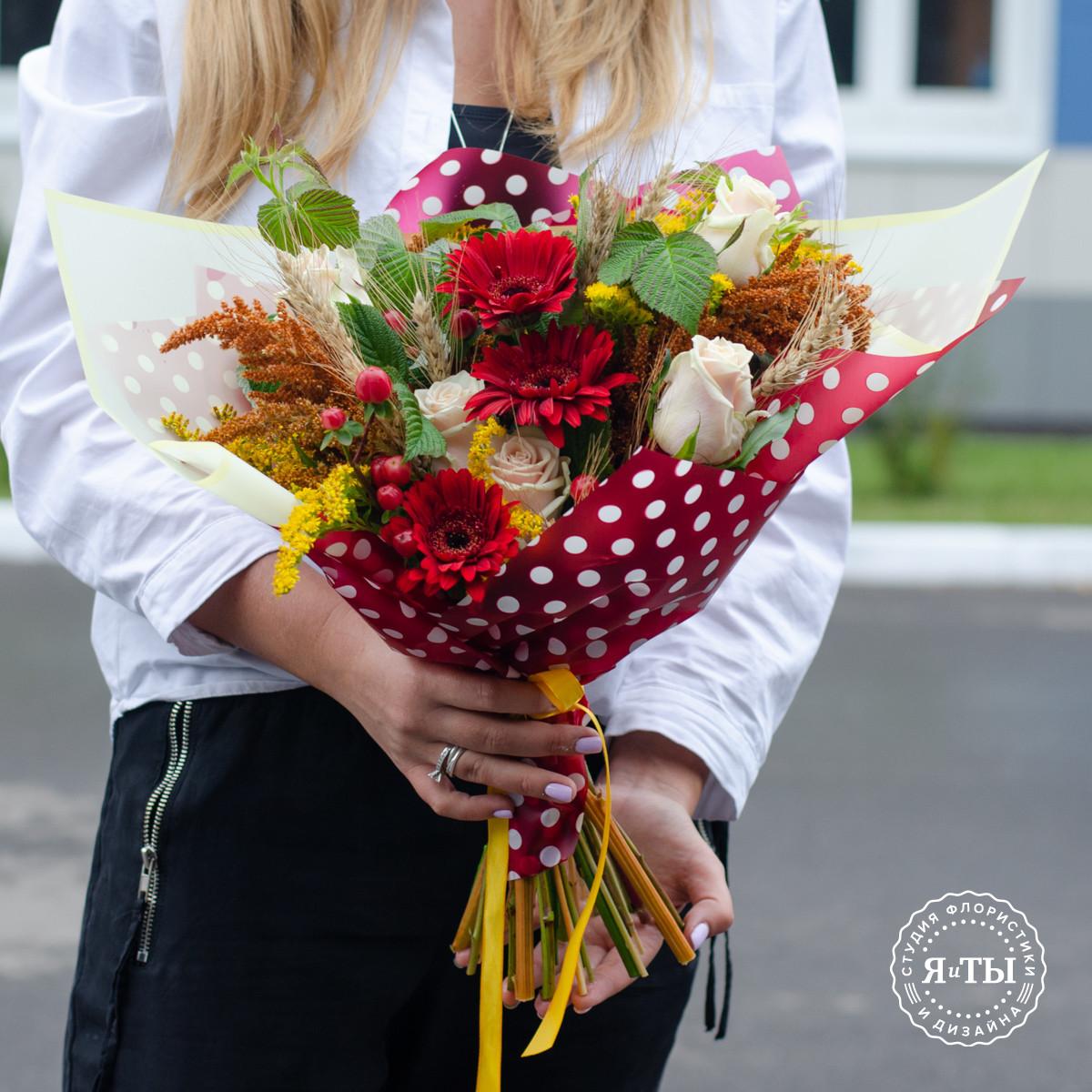 Школьный букет с герберами и розами