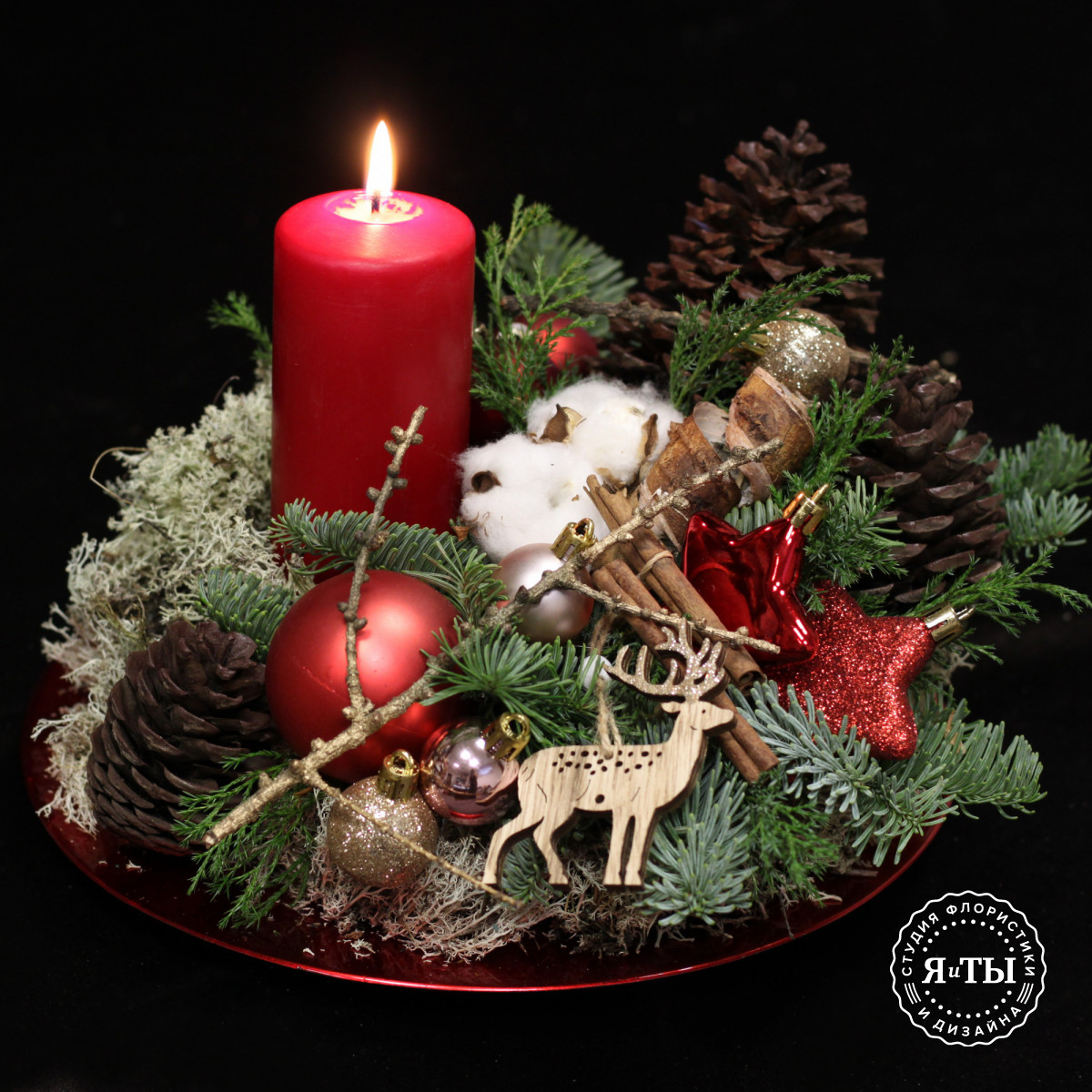 Круглая композиция с красной свечой