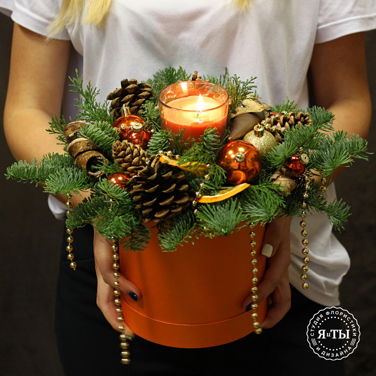Оранжево-золотая композиция со свечой