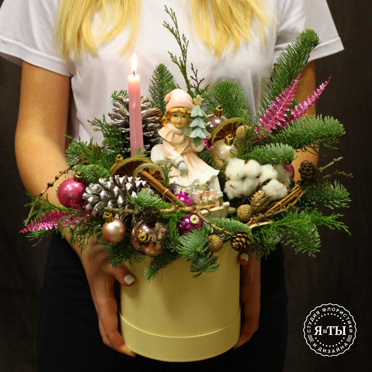Нежная композиция со свечой и фигуркой