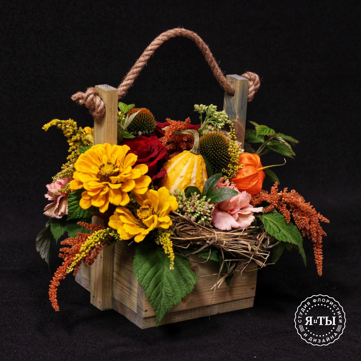 Осенняя композиция с тыквой в ящичке