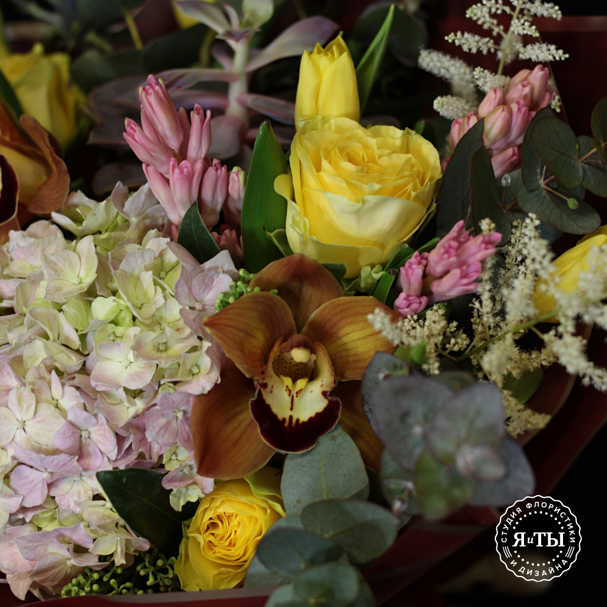 Яркий розово-желтый букет