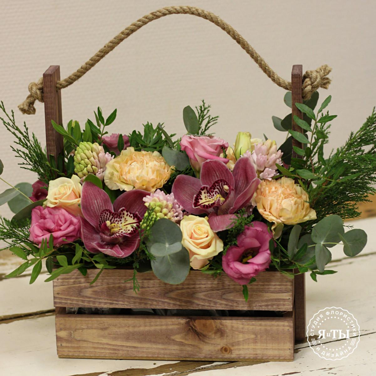 Розово - персиковая композиция в ящике