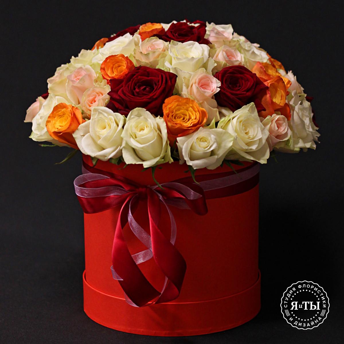 Шляпная коробка из роз