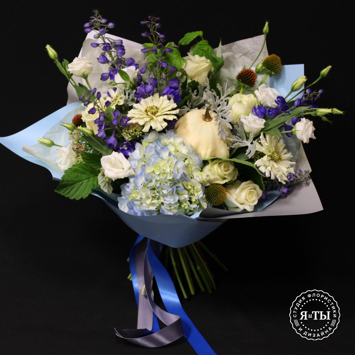 Бело - голубой букет с тыквой